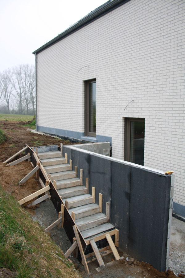 escalier menant l 39 entr e notre construction passive. Black Bedroom Furniture Sets. Home Design Ideas